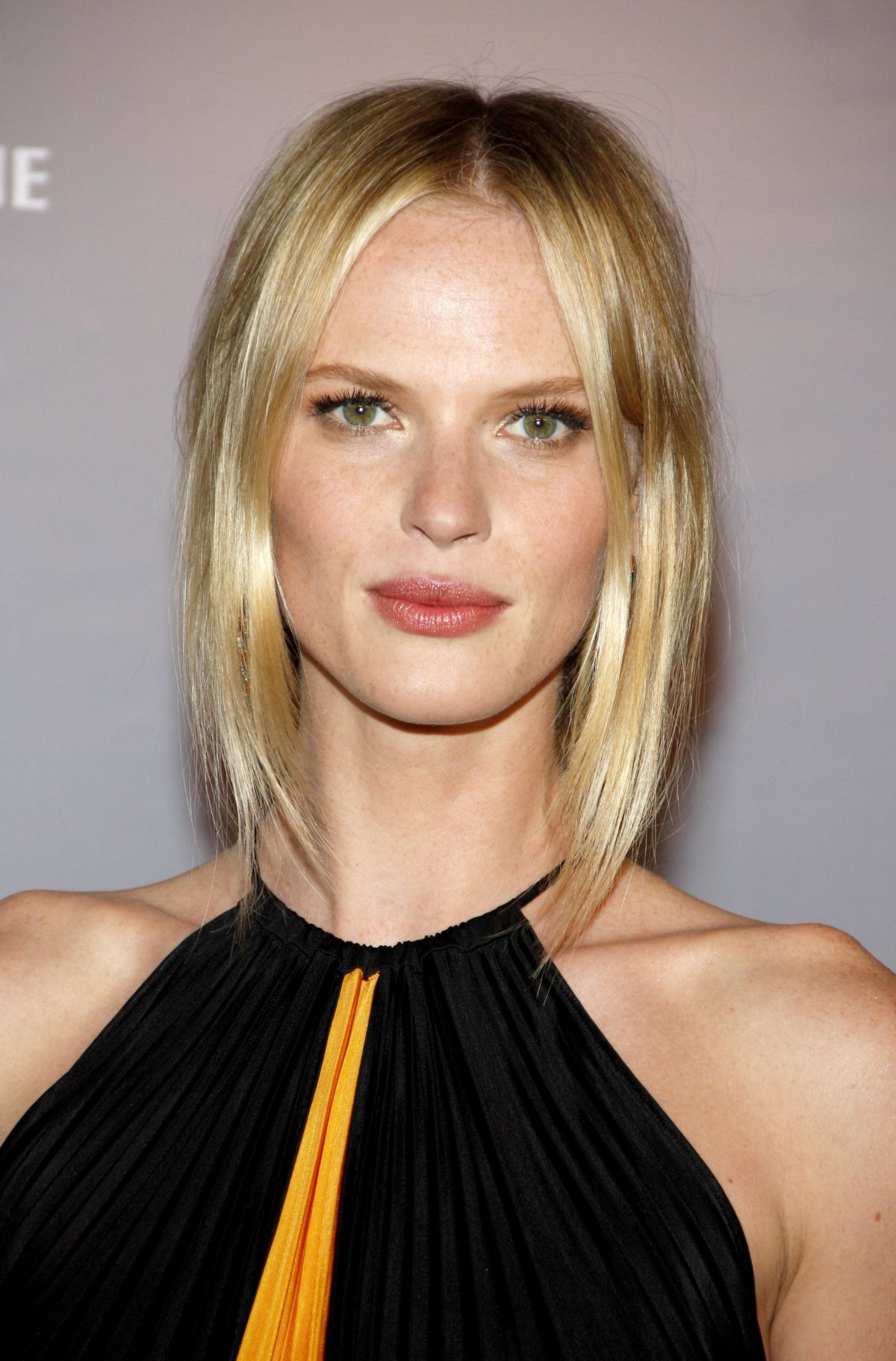 Anne Vyalitsyna photos