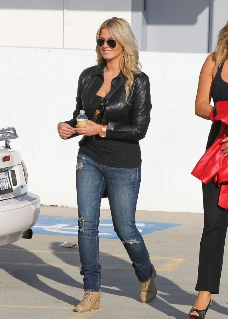 Kate upton out in beverly hills - 2019 year