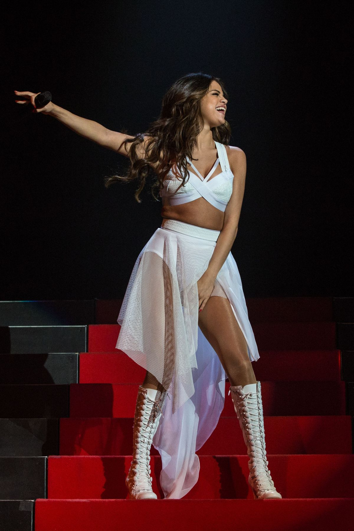Sexy selena gomez dancing and shake her perfect ass 1