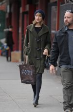 Taylor Swift Shopping For Some Fabric In SoHo