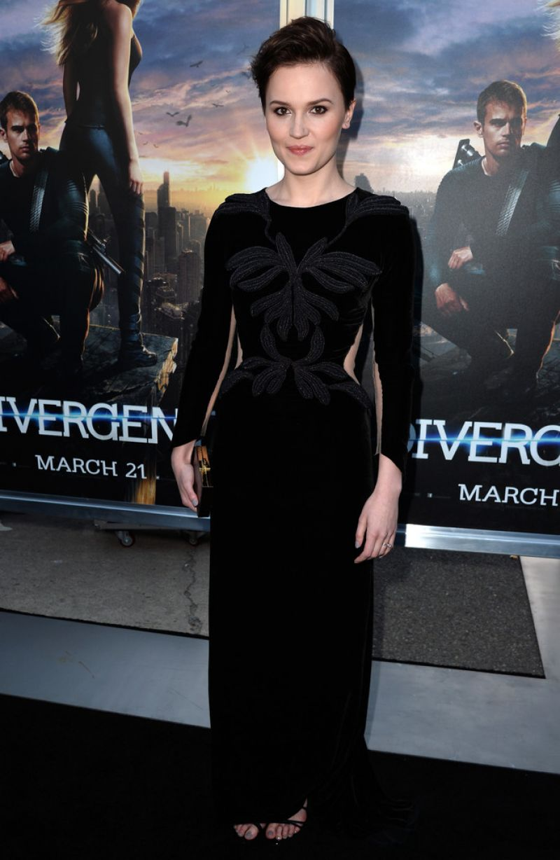Veronica Roth At 'Divergent' Premiere In LA - Celebzz ...