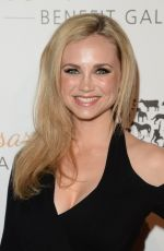 Fiona Gubelmann At Humane Society 60th Anniversary Gala In Beverly Hills