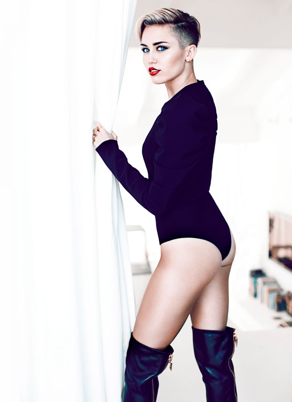 Miley Cyrus At Fashion Magazine November 2013 Celebzz Celebzz