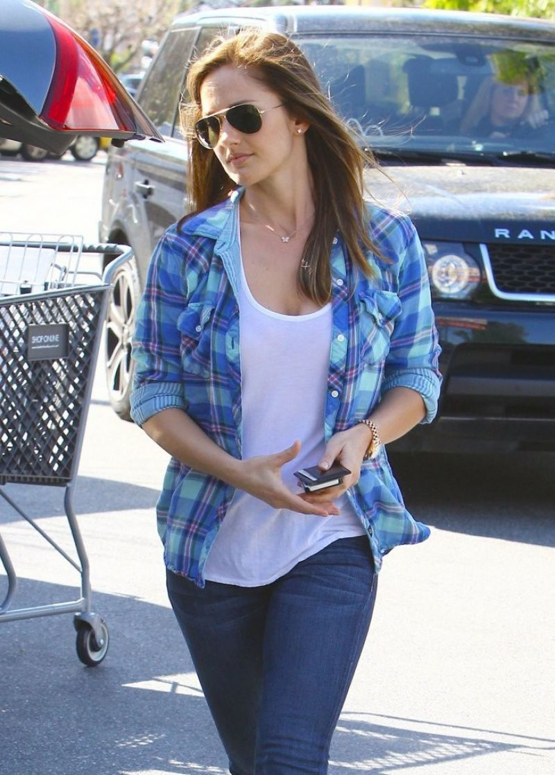 Minka Kelly Out Shopping At Bed, Bath & Beyond In Studio City