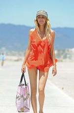 Brandi Glanville Spending A Day At A Beach In Los Angeles