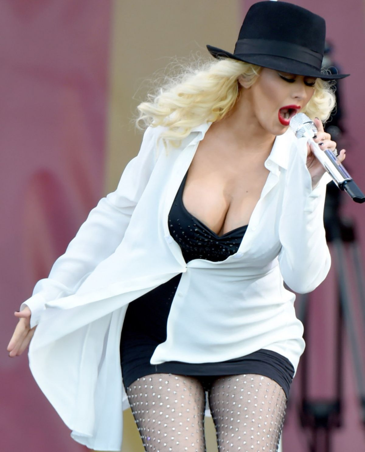 Christina Aguilera At 2014 New Orleans Jazz & Heritage Festival