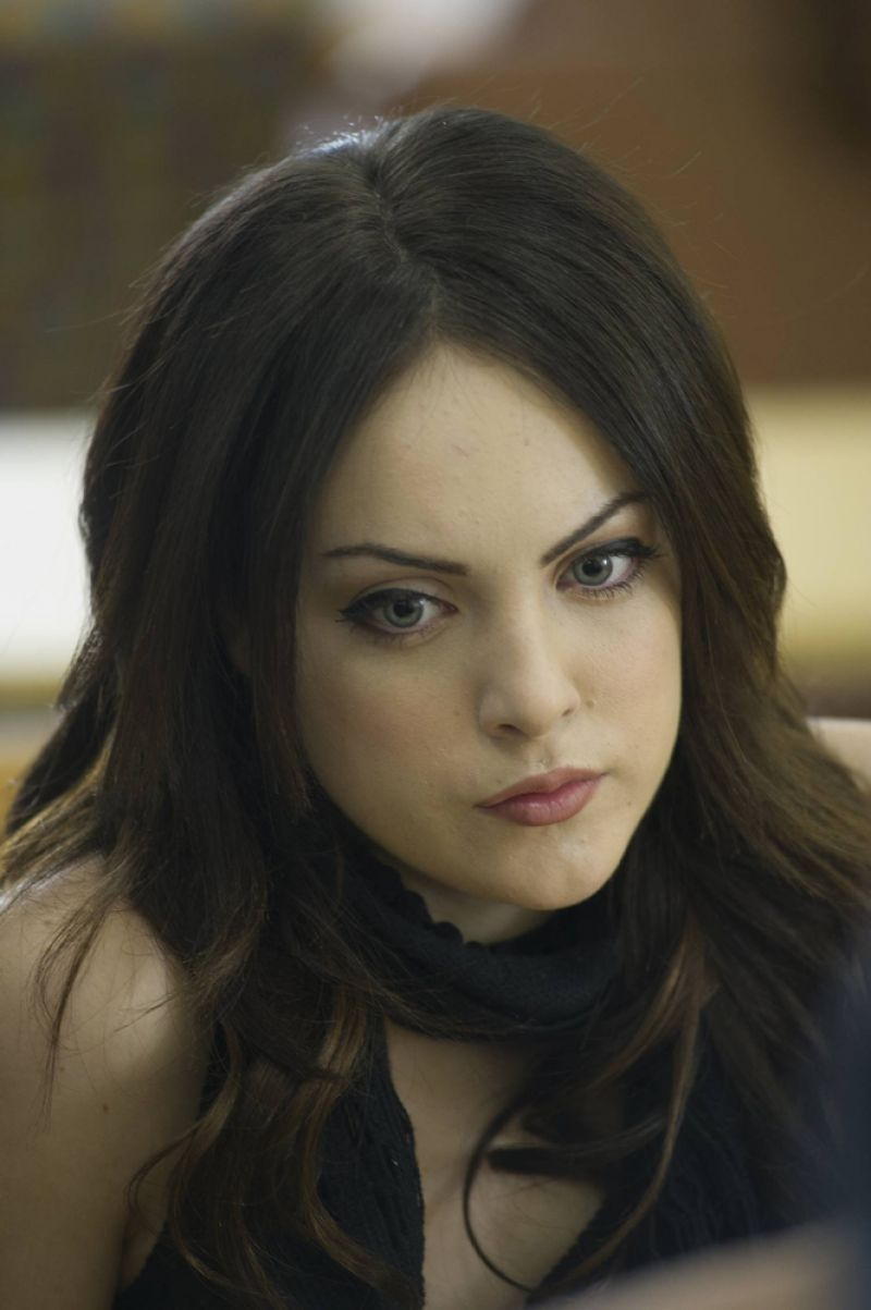 Elizabeth Gillies Promstills For Killing Daddy