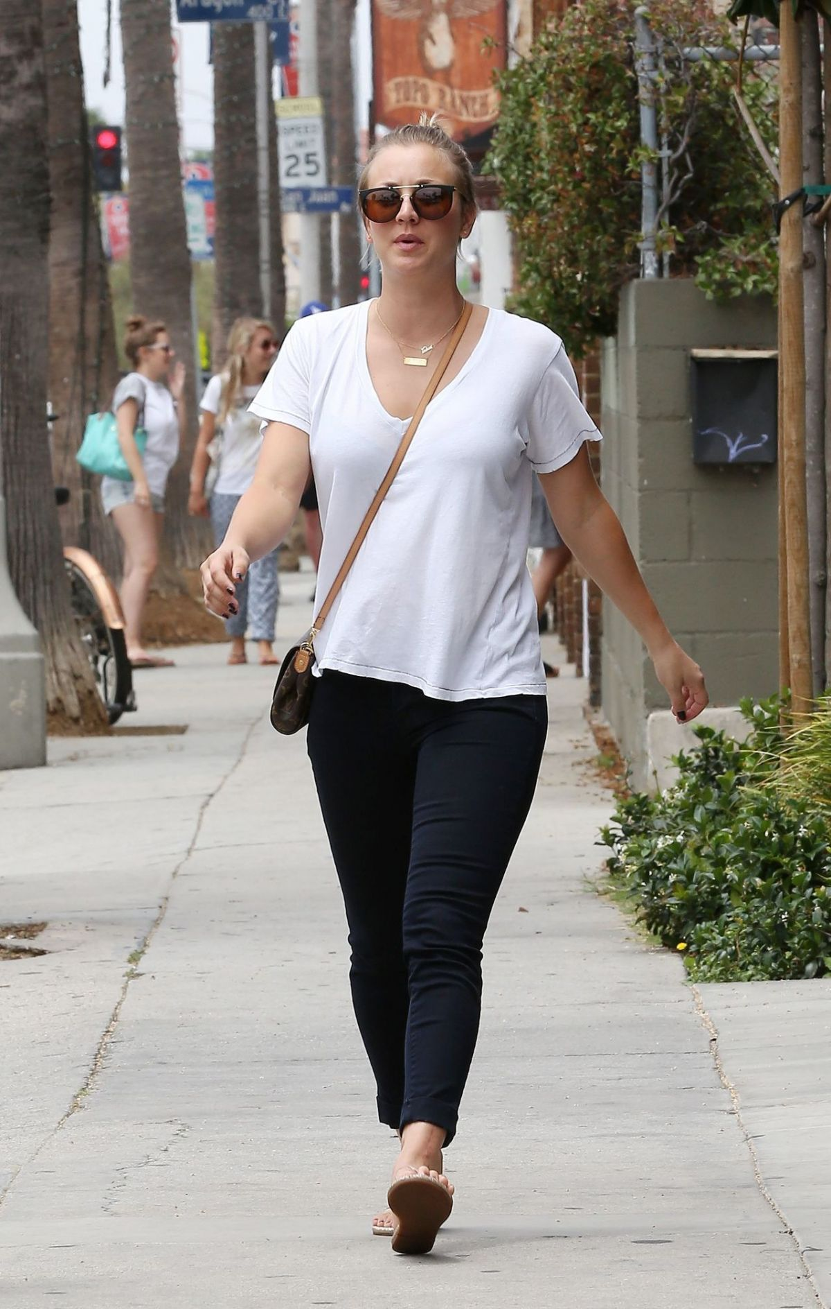 Kaley Cuoco Out For Lunch In Venice