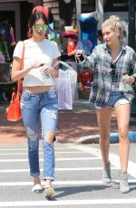 Kendall Jenner & Hailey Baldwin At A Juice Bar In The Hamptons
