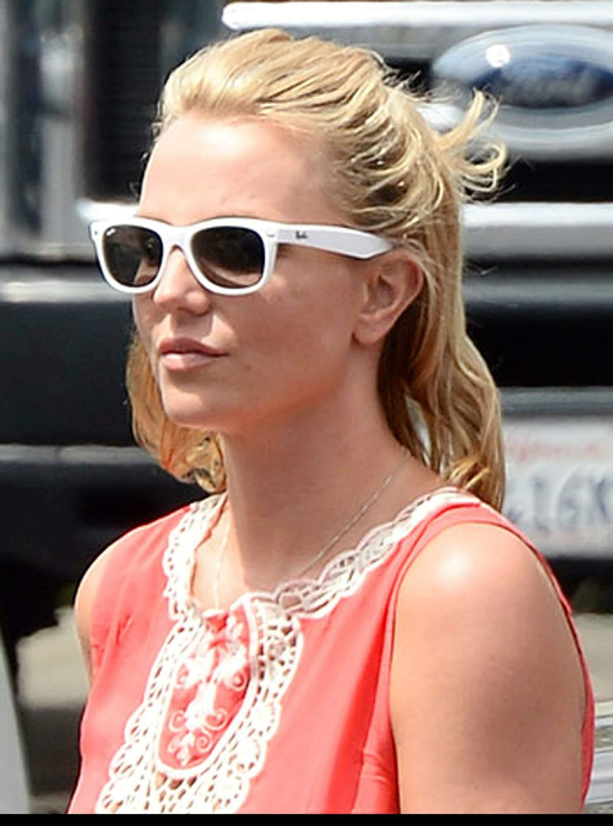 Britney Spears Lunch At Pedalers Fork Restaurant In Calabasas