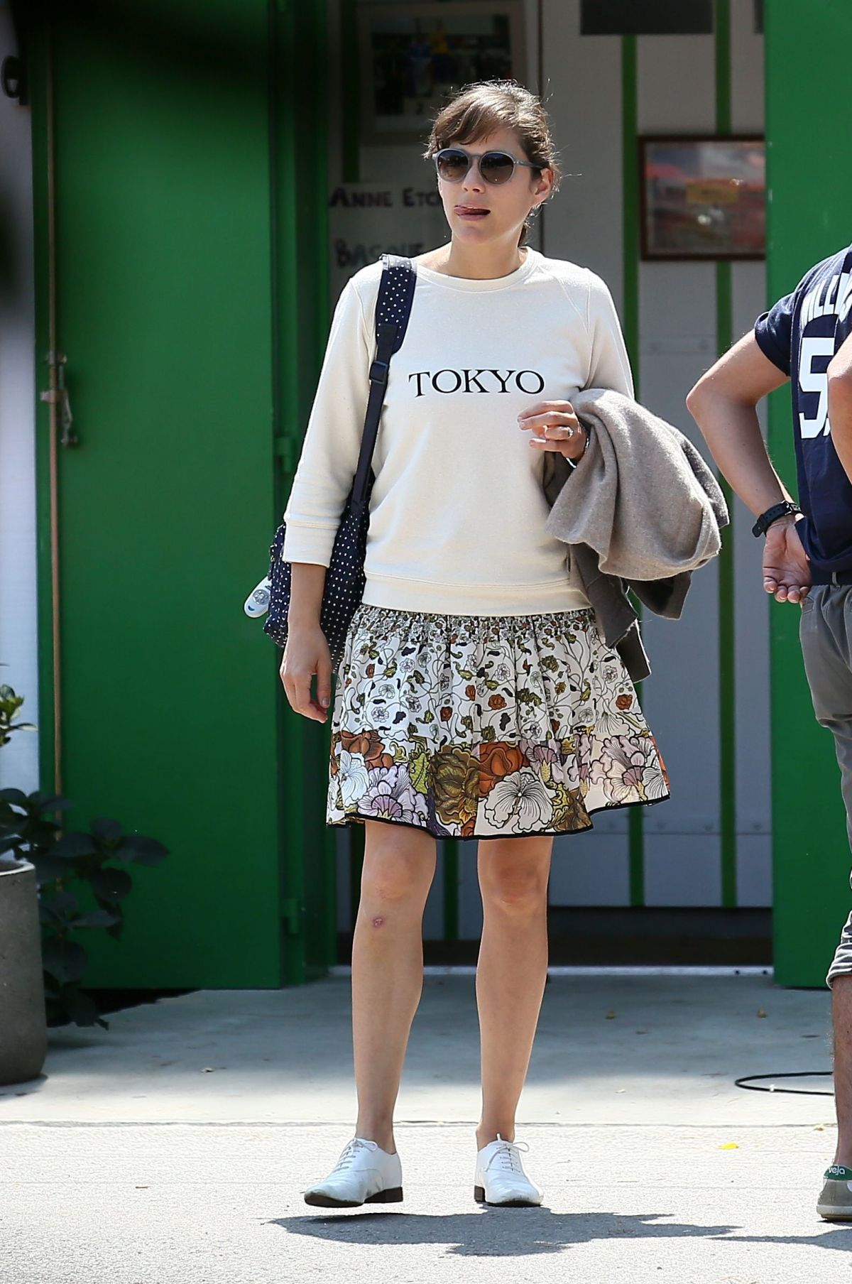 http://www.celebzz.com/wp-content/uploads/2014/08/marion-cotillard-out-and-about-in-cap-ferret-_4.jpg