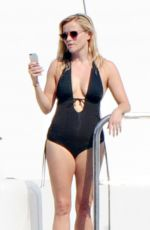 Reese Witherspoon On A Yacht In Italy