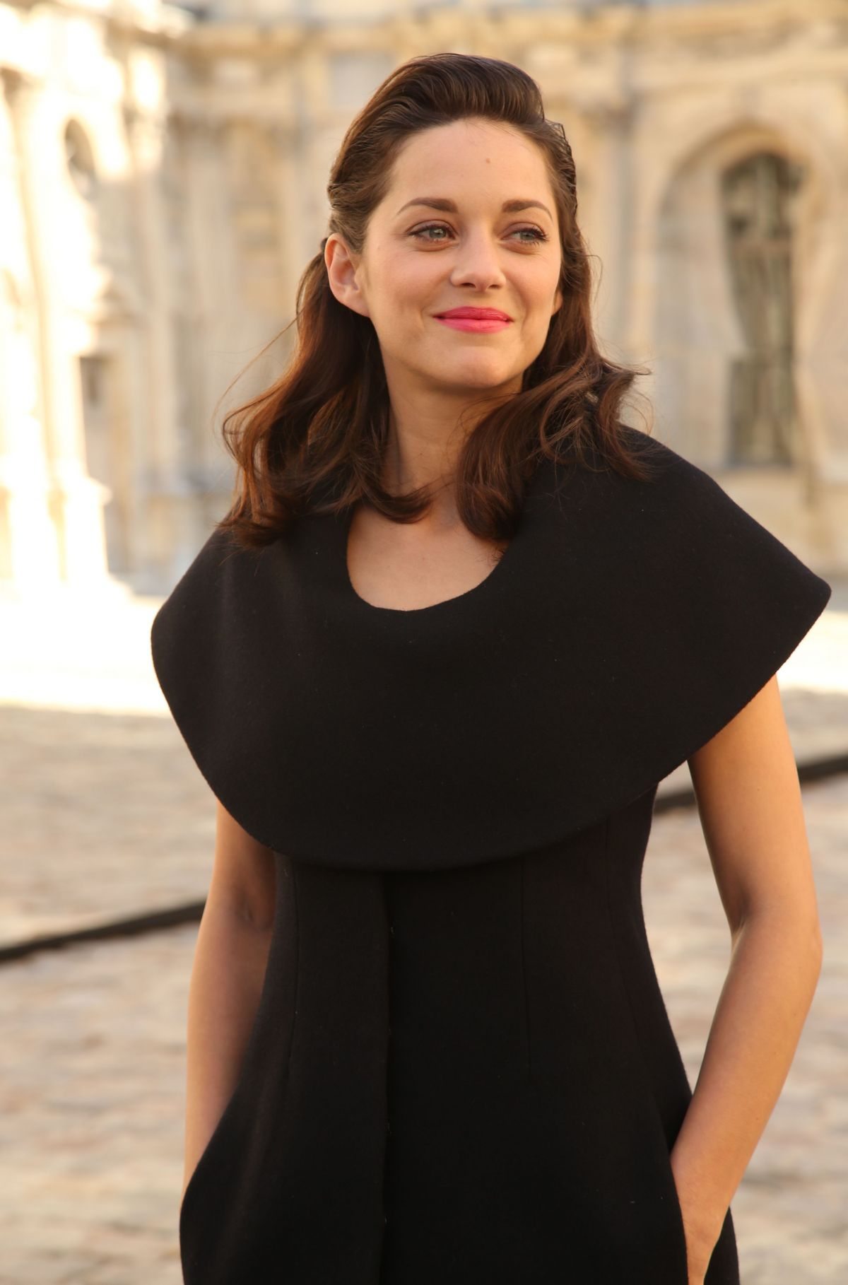 Marion Cotillard At Christian Dior Show At Paris Fashion Week ...