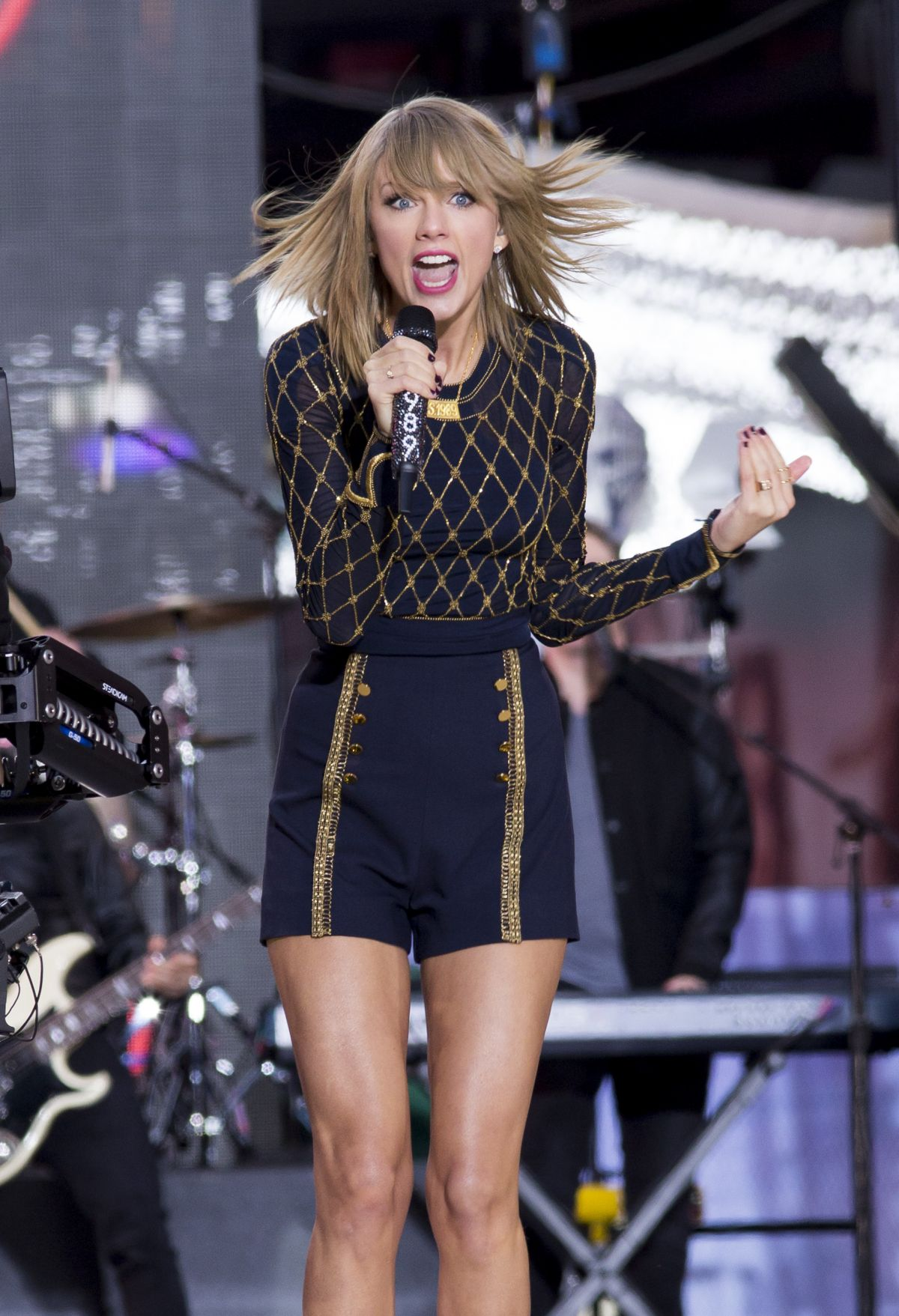 Good Morning America Performances : Taylor swift performing in concert at good morning