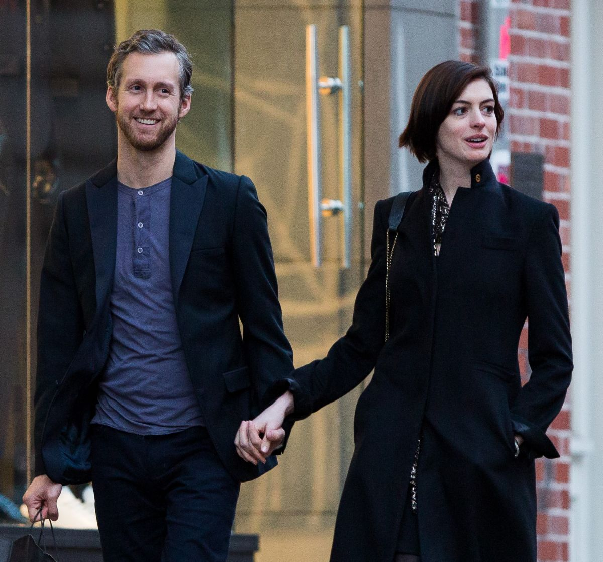 Anne Hathaway Spouse: Anne Hathaway With Her Husband Adam Shulman Out In New