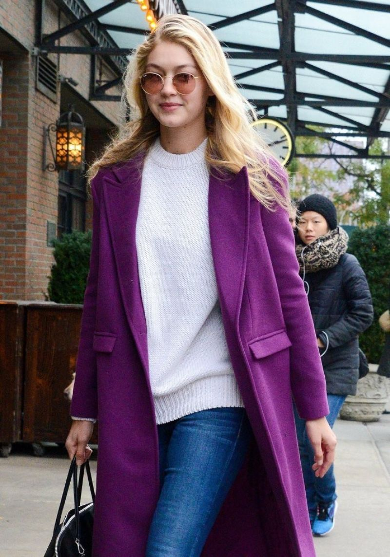 Gigi Hadid Out For Lunch In NYC