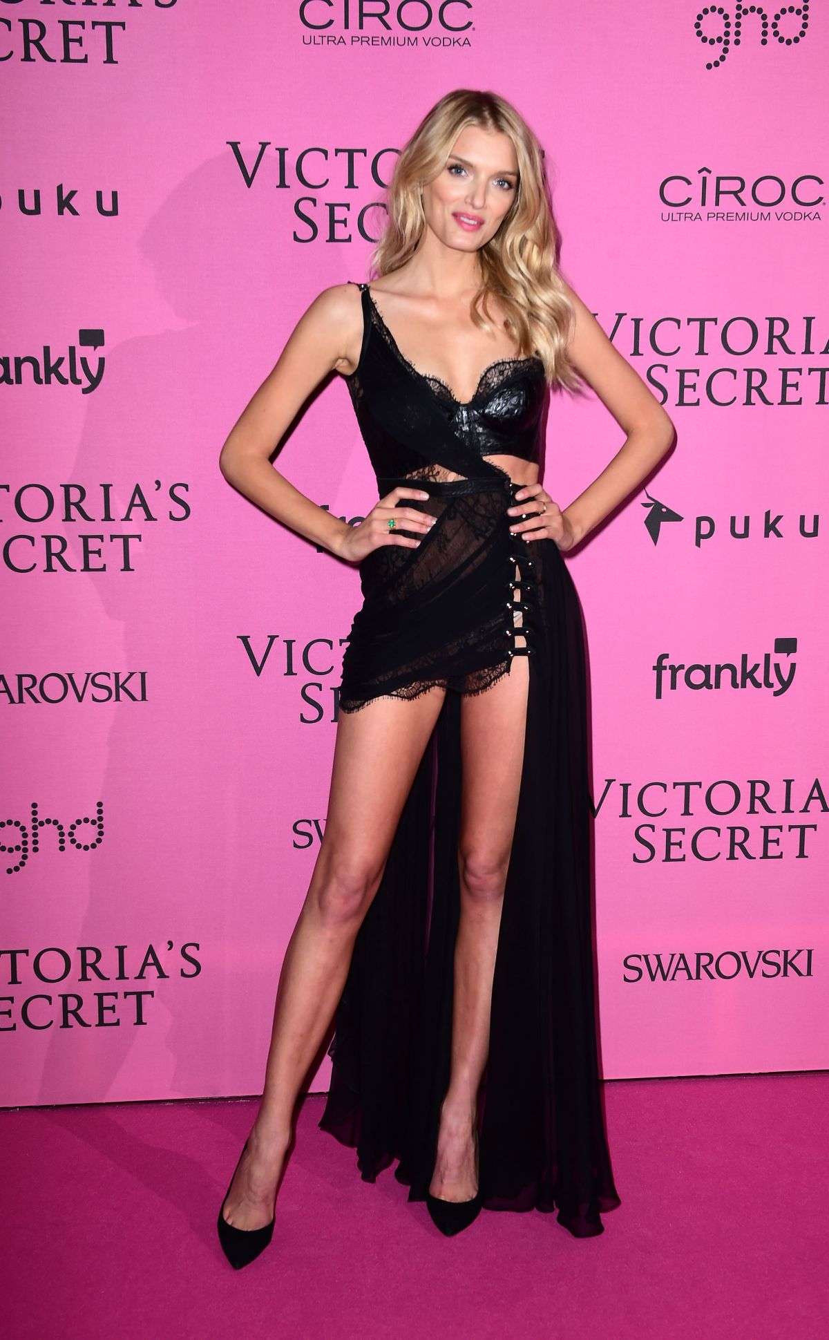 Models hit the pink carpet for the 2017 Victoria s Secret 95