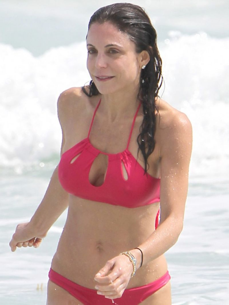 Bethenny Frankel In Bikini On Vacation