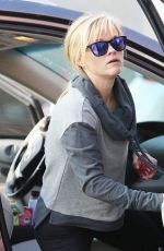 Reese Witherspoon Visit To Starbucks