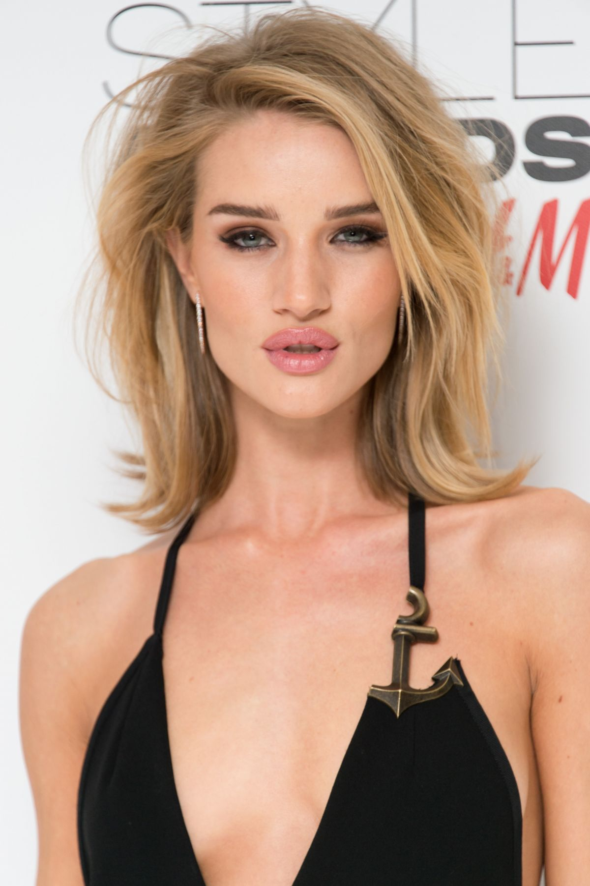 Rosie Huntington-White... Rosie Huntington Whiteley