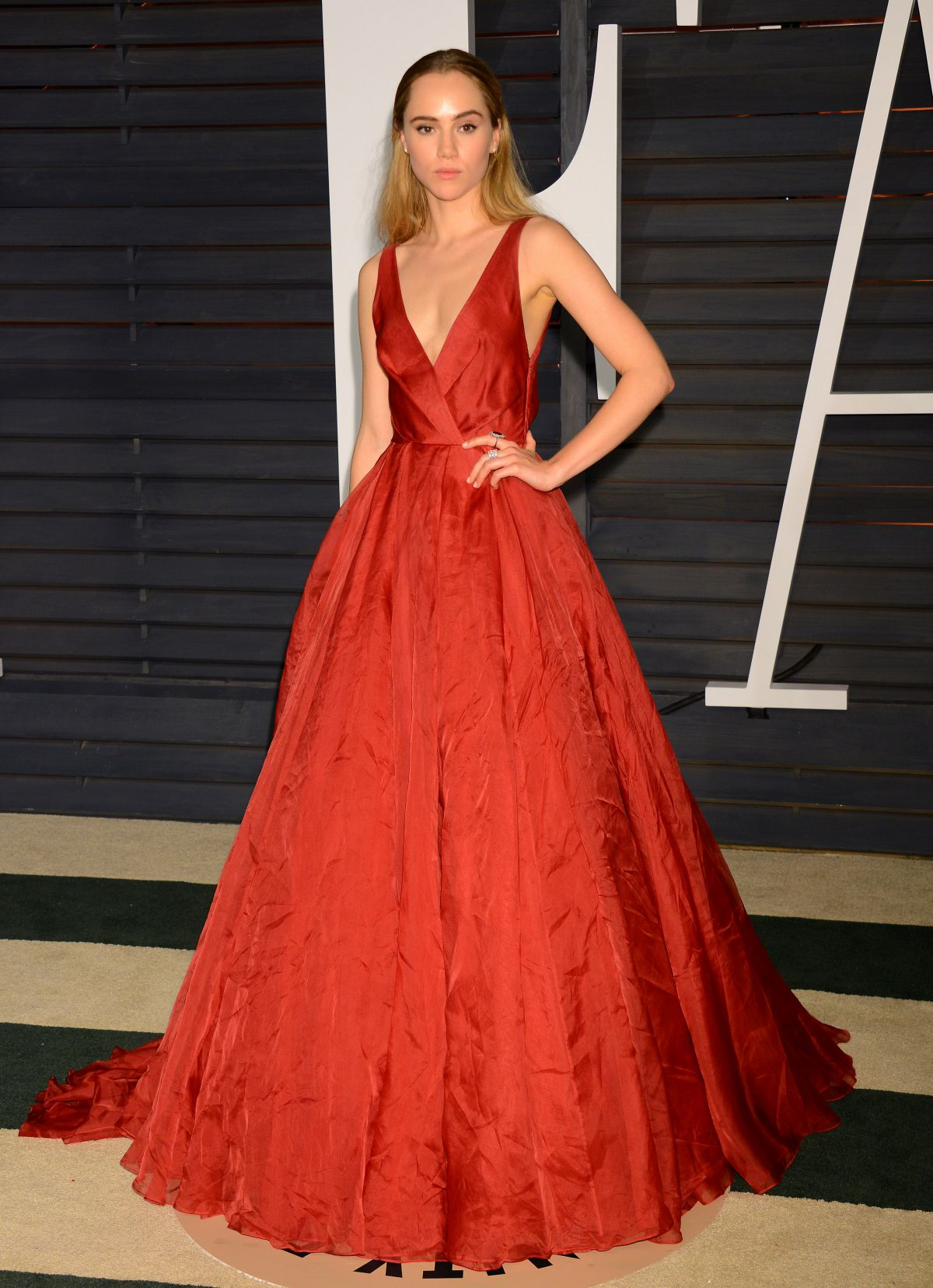 Suki Waterhouse At Vanity Fair Oscar Party - Celebzz - Celebzz