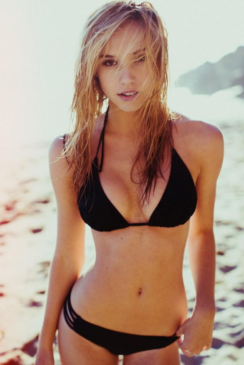 You Should Probably know About Alexis Ren
