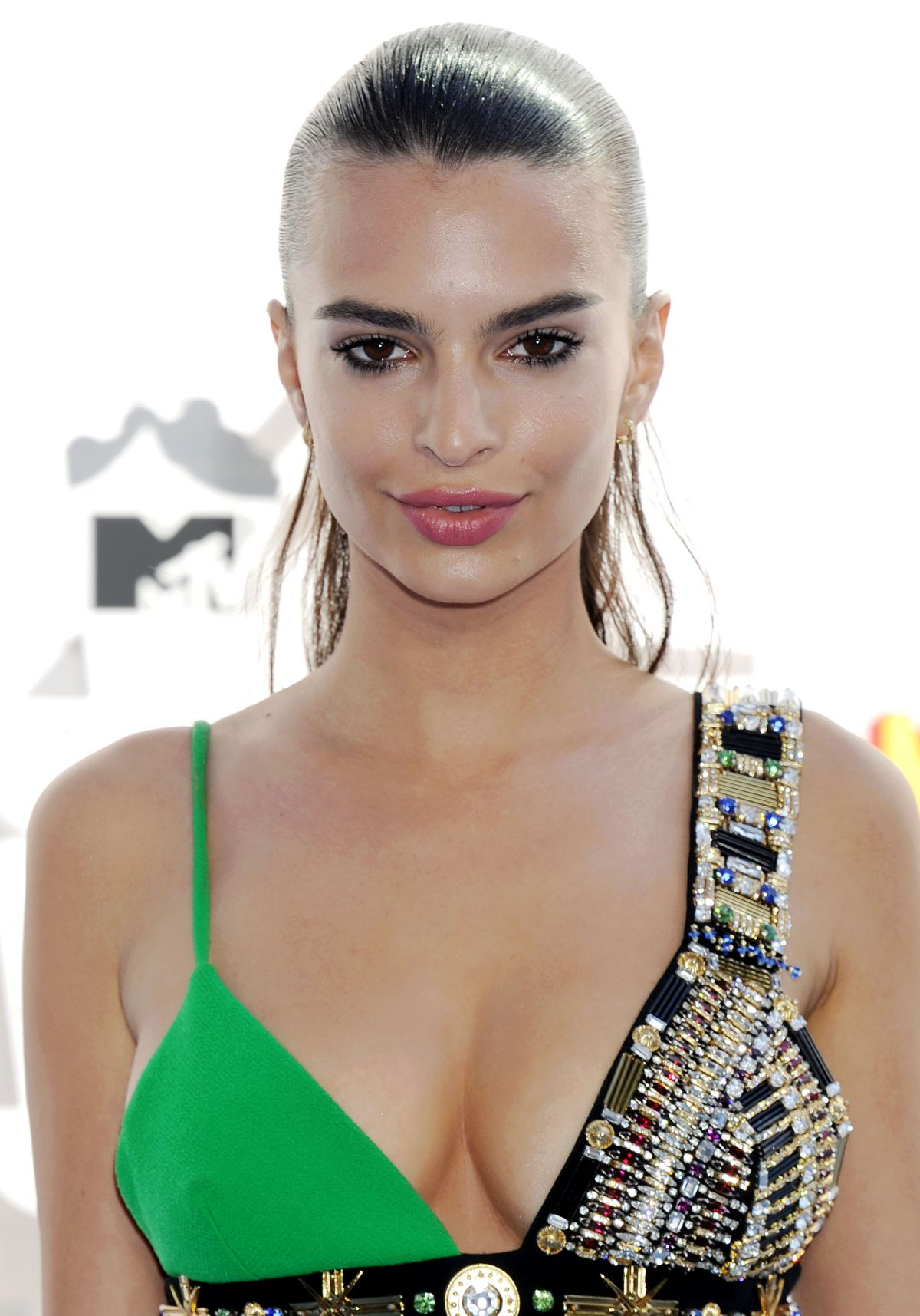 Emily Ratajkowski At 2015 MTV Movie Awards  Celebzz  Celebzz