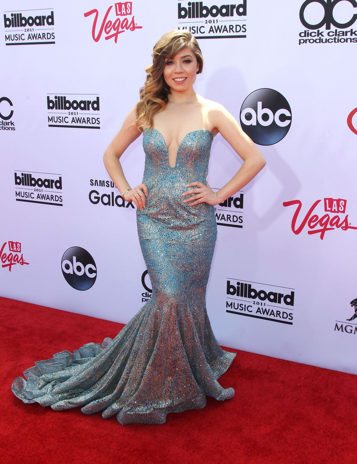 Billboard Music Awards 2016 The Best Hair And Makeup: Jennette McCurdy At 2015 Billboard Music Awards