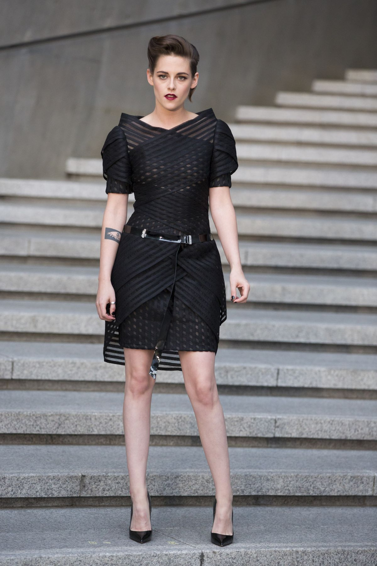 Kristen Stewart At Chanel Cruise 2015 2016 Fashion Show Celebzz Celebzz