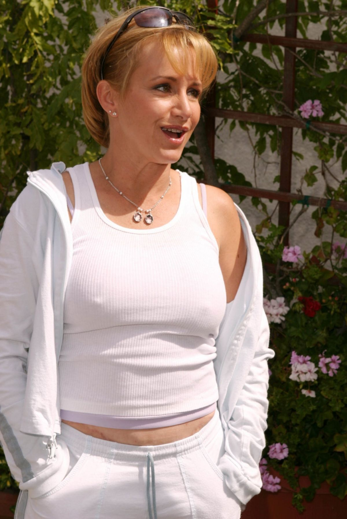 picture Gabrielle Carteris