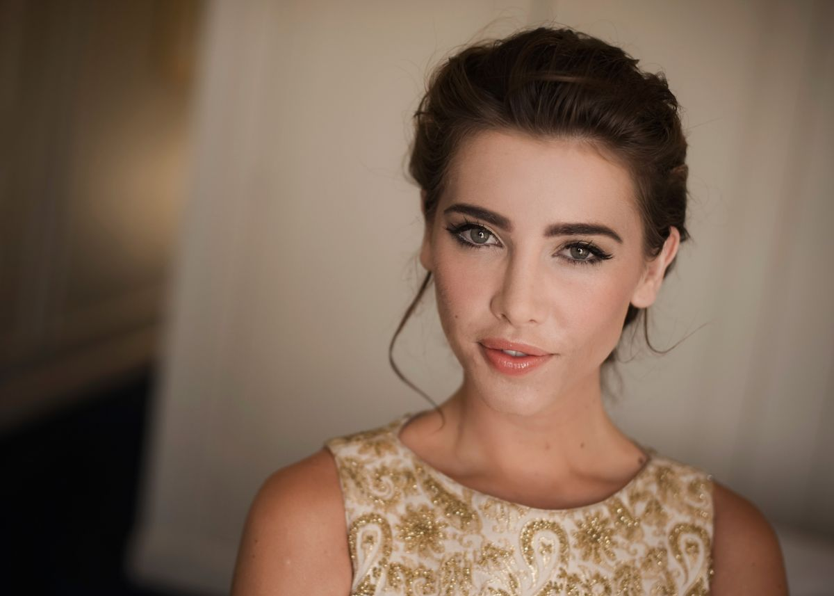 Jacqueline MacInnes Wood At Harbour Photoshoot - Celebzz ...
