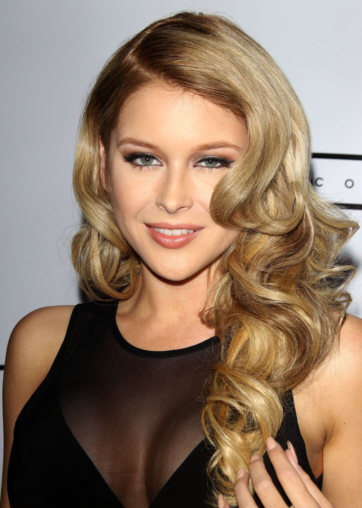 db99e23f398b Renee Olstead At Michael Costello Capsule Collection .
