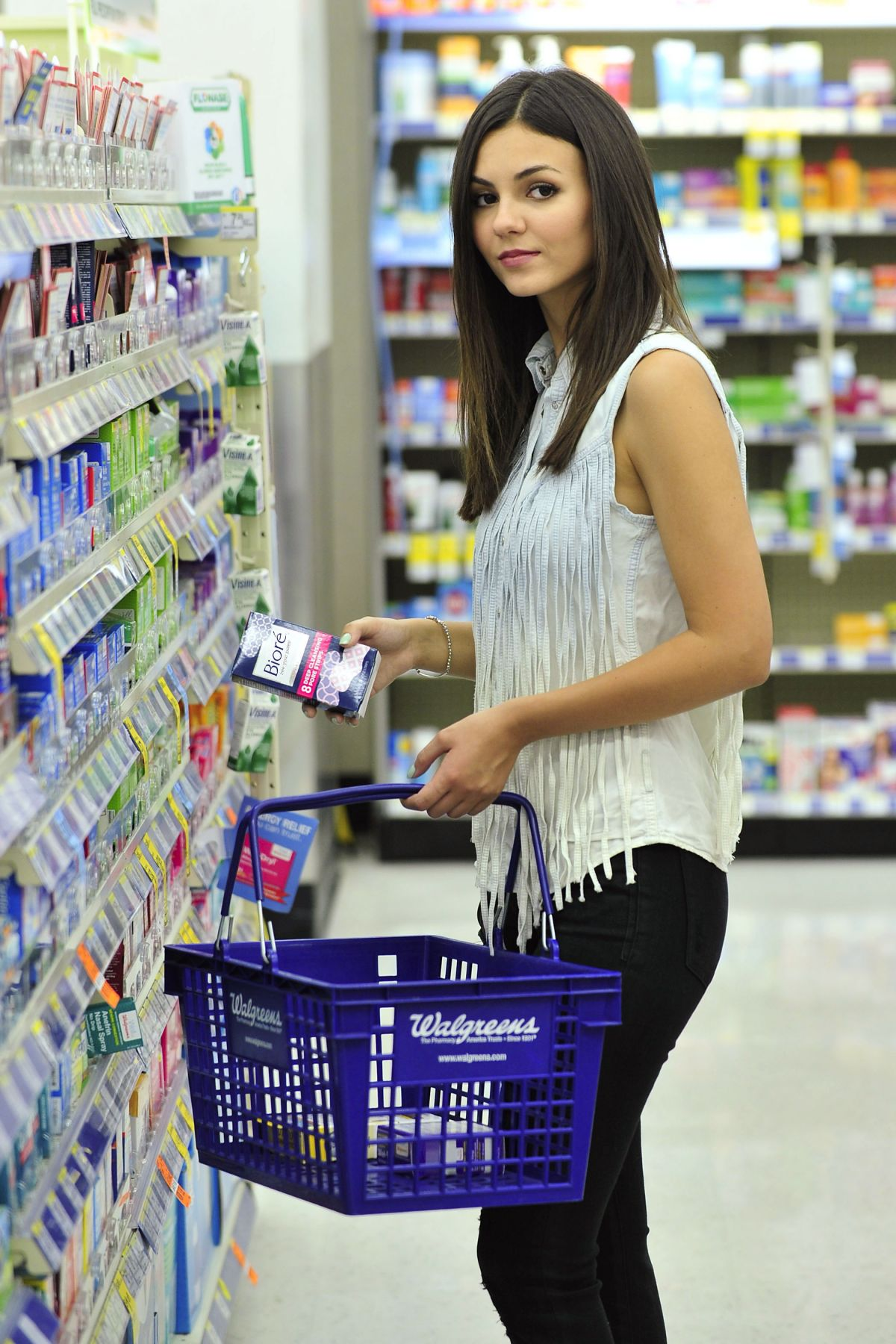 Victoria Justice At Photoshoot For Biore Walgreens
