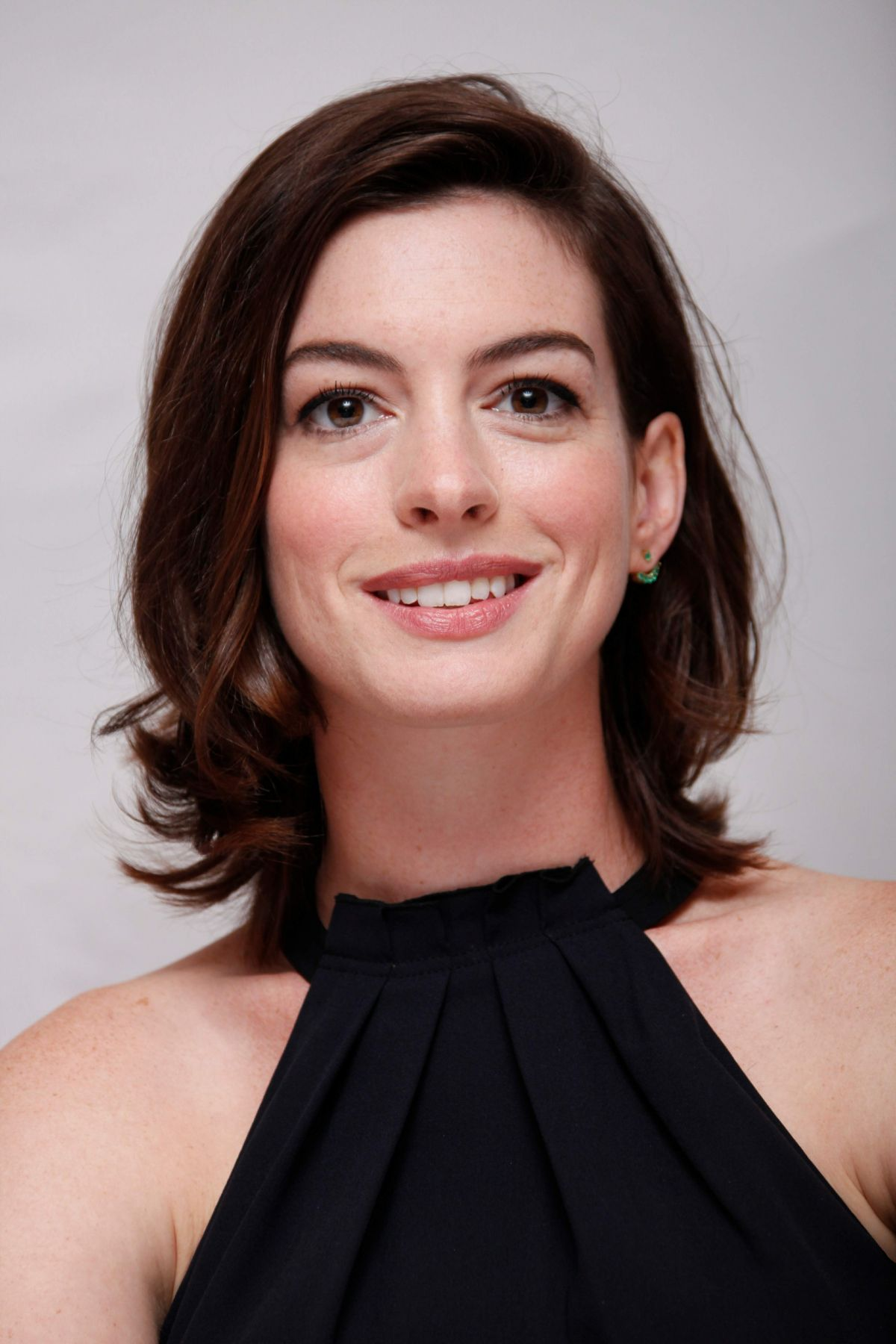 Anne Hathaway At Press Conference For Her Upcoming Movie ...