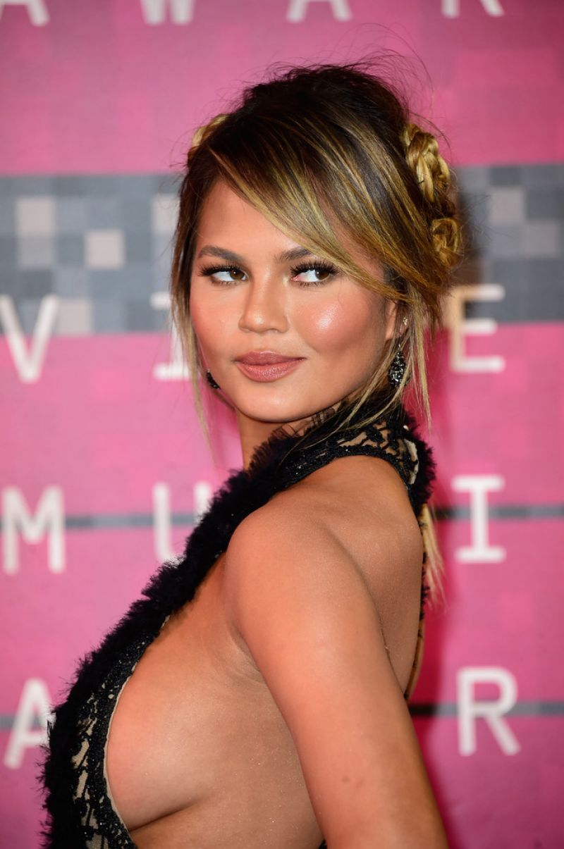 Chrissy Teigen At 2015 MTV Video Music Awards - Celebzz - Celebzz