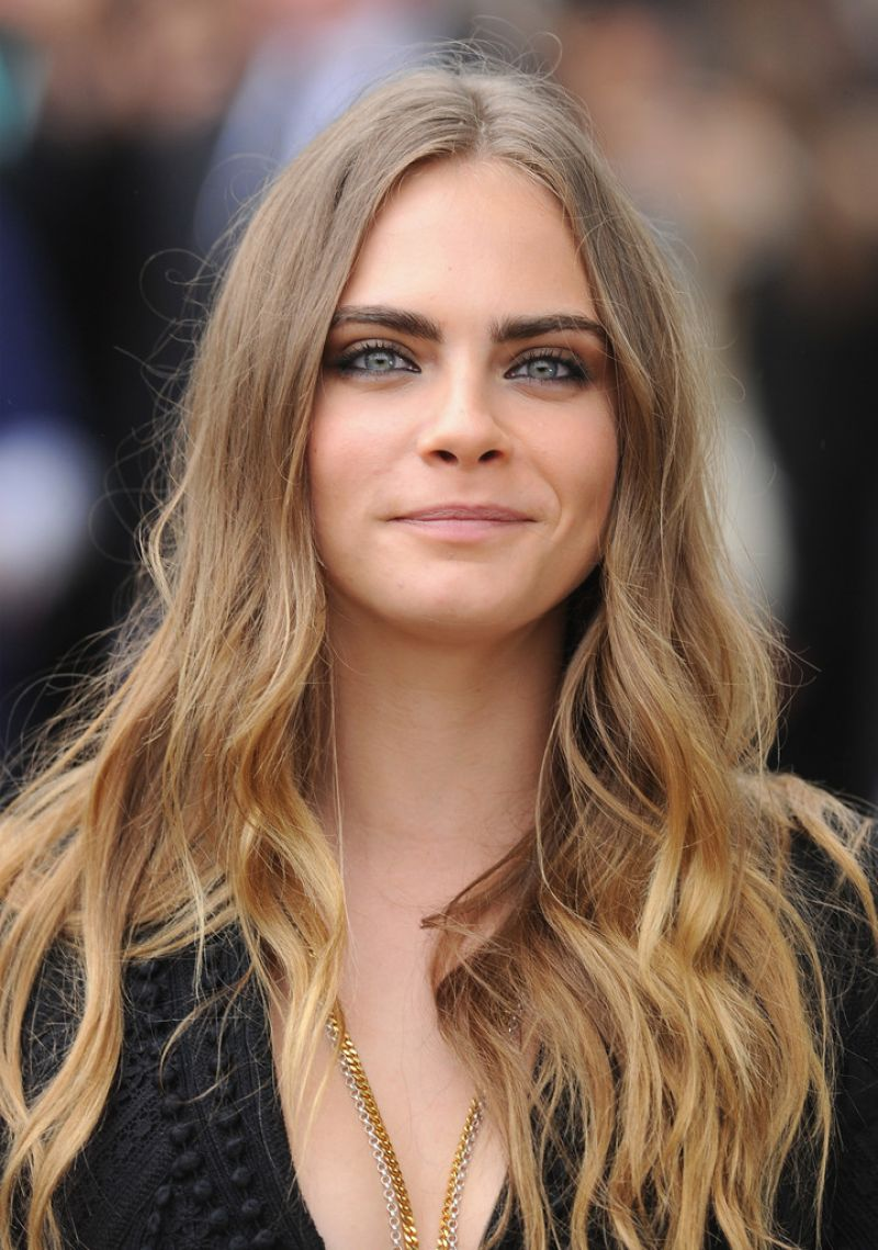 Cara Delevingne At Burberry Womenswear SS 2016 Show ...