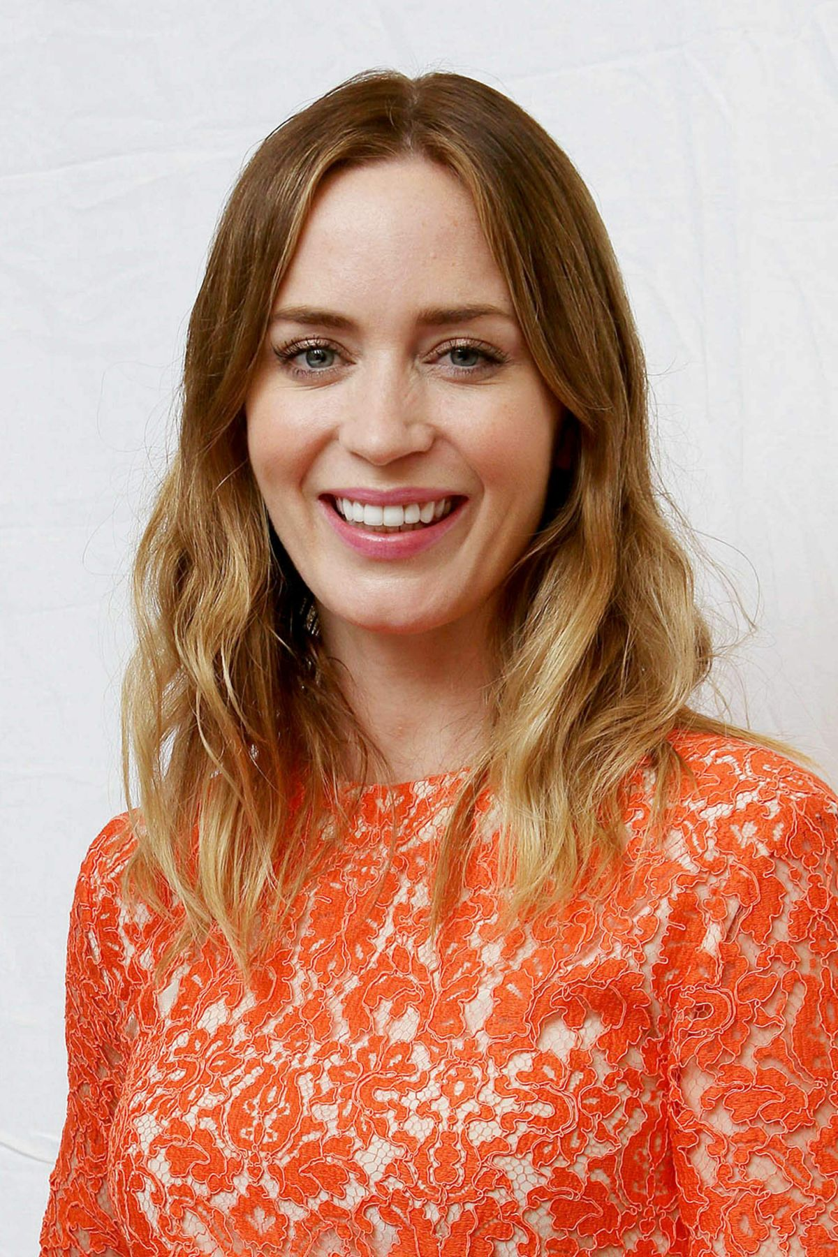 Emily Blunt At Vera Anderson 'Sicario' Press Conference - Celebzz ... Emily Blunt
