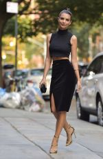 Emily Ratajkowski Out And About In New York City