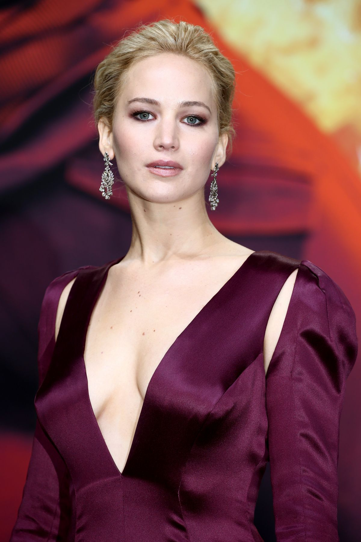 Jennifer Lawrence At The Hunger Games Mockingjay Part 2 Premiere ...
