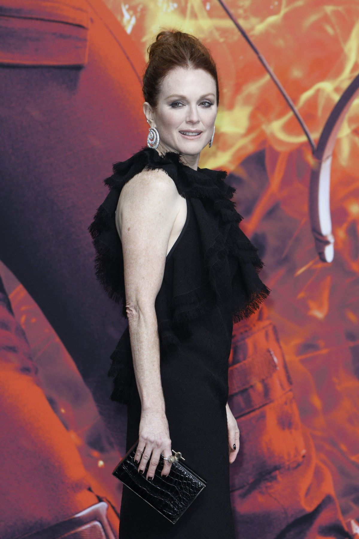 Julianne Moore At The Hunger Games Mockingjay - Part 2 ...