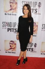 Lacey Chabert At Stand Up For Pits Comedy Benefit