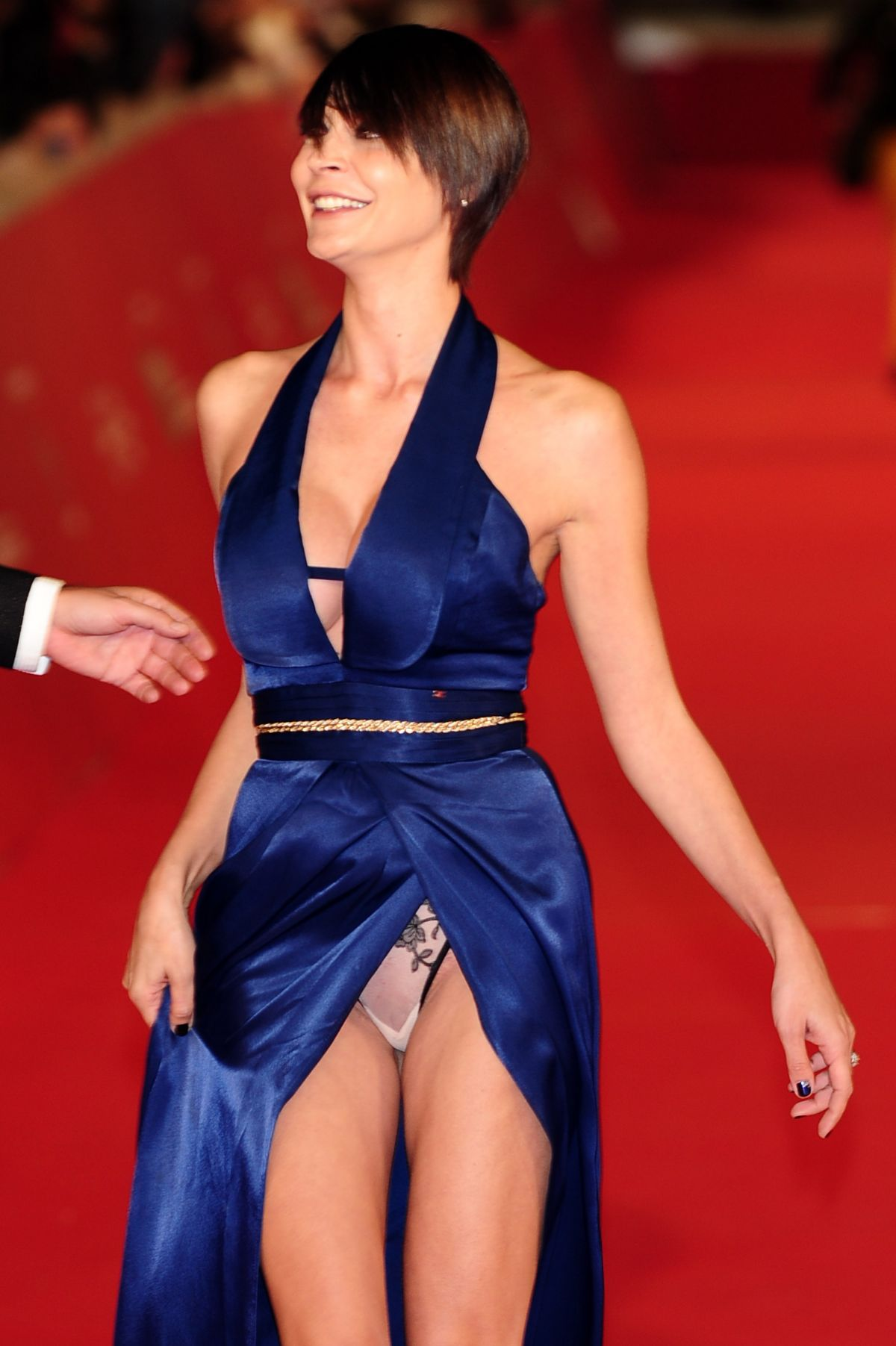 Kim stewarts red carpet upskirt pictures