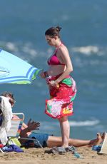 Anne Hathaway Soaks Up Some Sun On The Beach While Spending Christmas And New Year In Hawaii