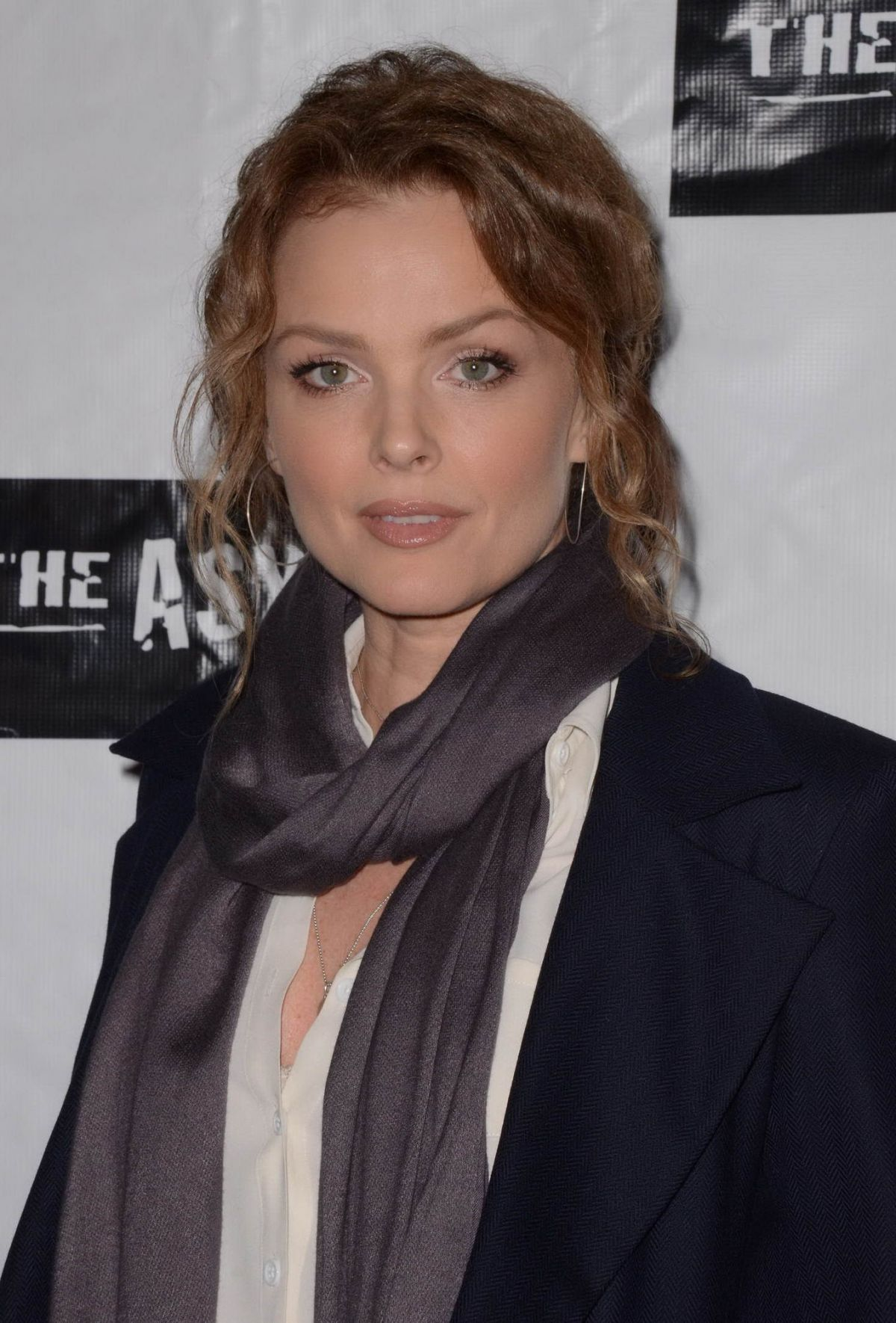 Dina Meyer At