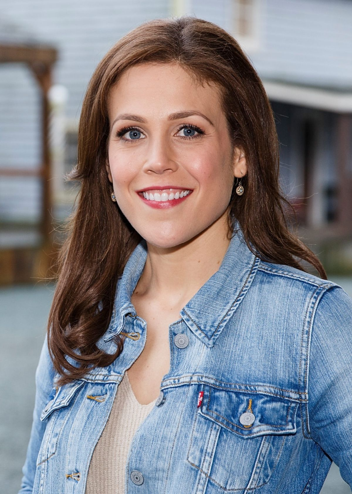 Erin Krakow At Earties Family Reunion Fan Convention For