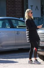 Gwyneth Paltrow Gives Cash To A Man In Brentwood