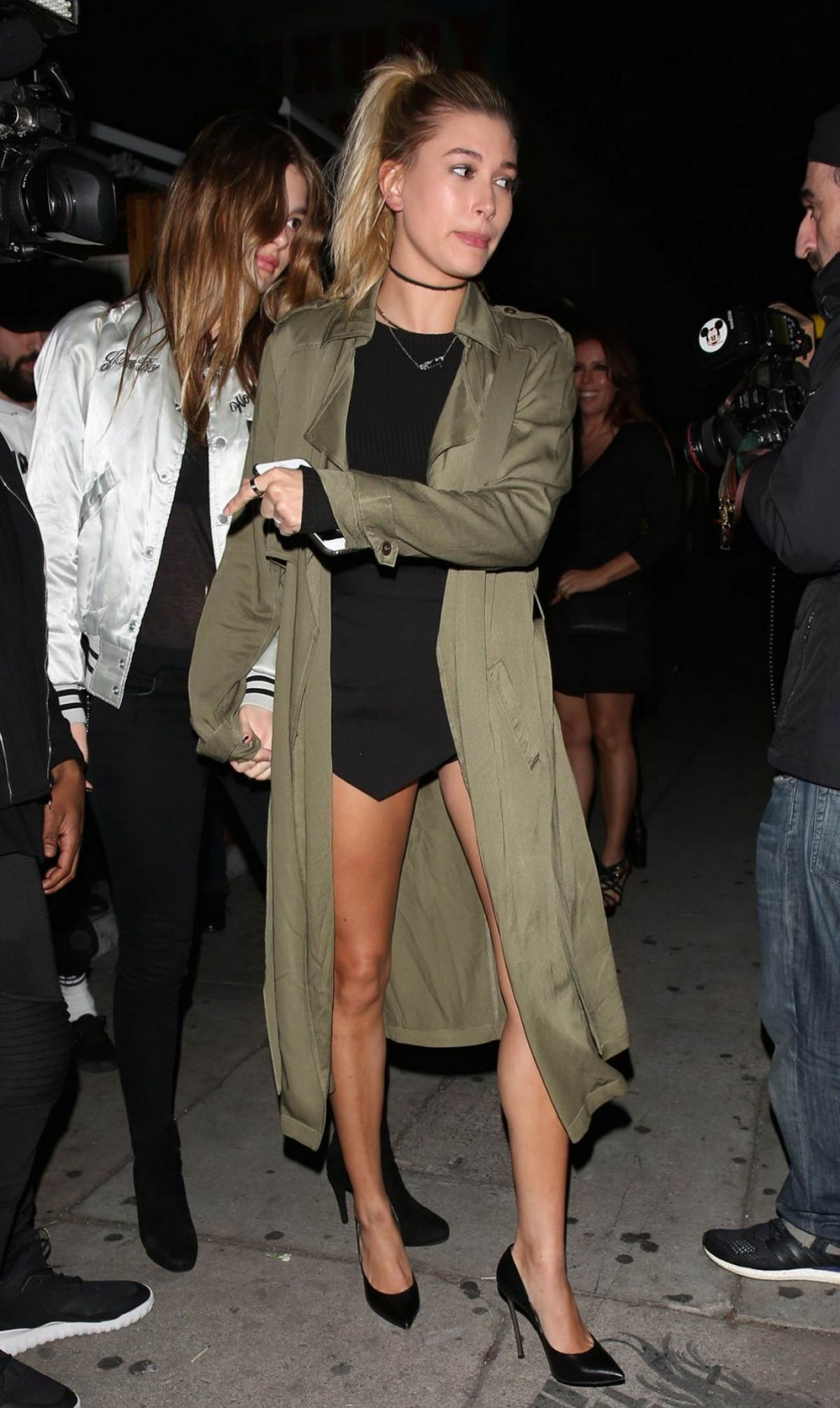 Hailey Baldwin Leaving The Nice Guy In La Celebzz