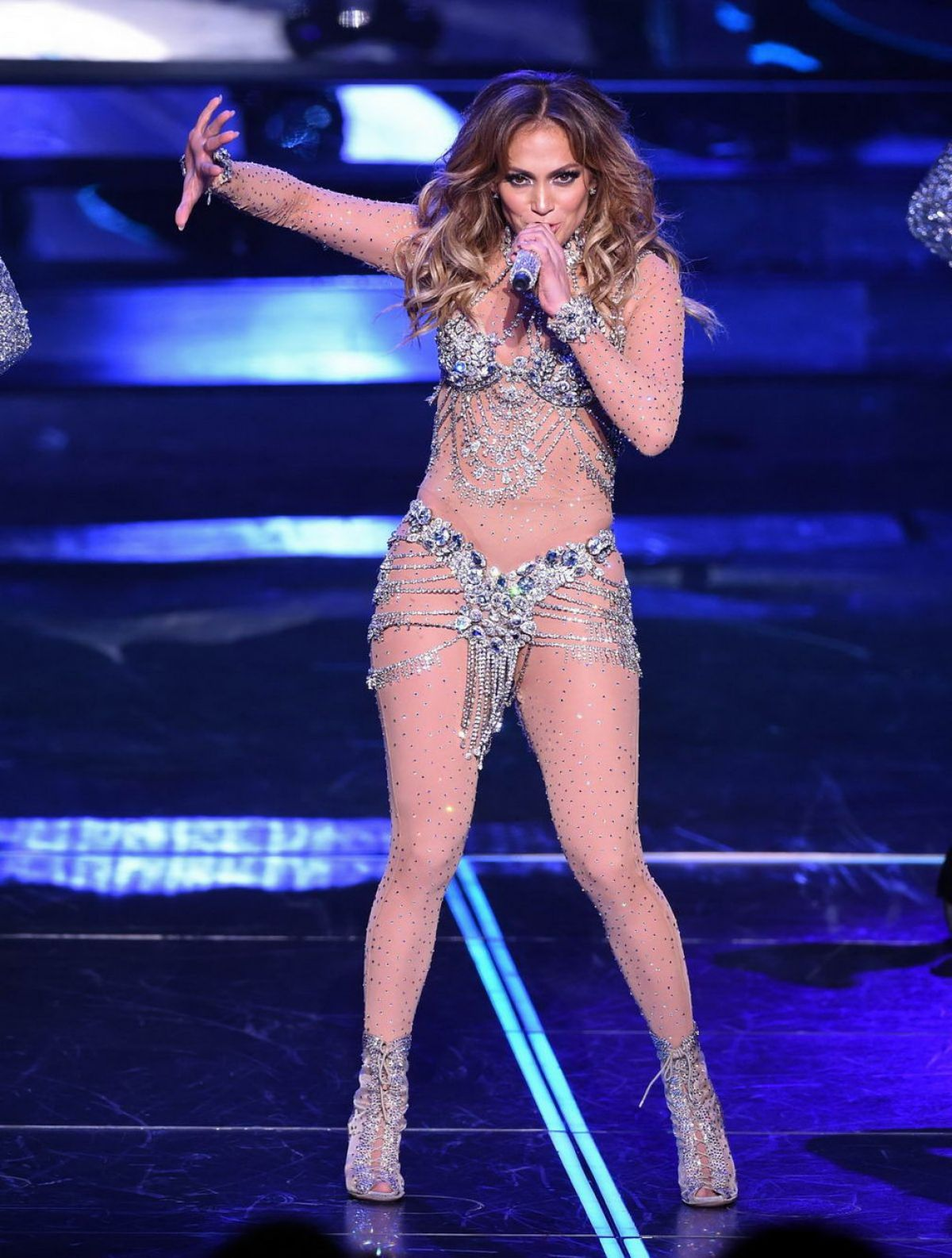 Jennifer Lopez On Stage At Opening Night Of Her All I Have