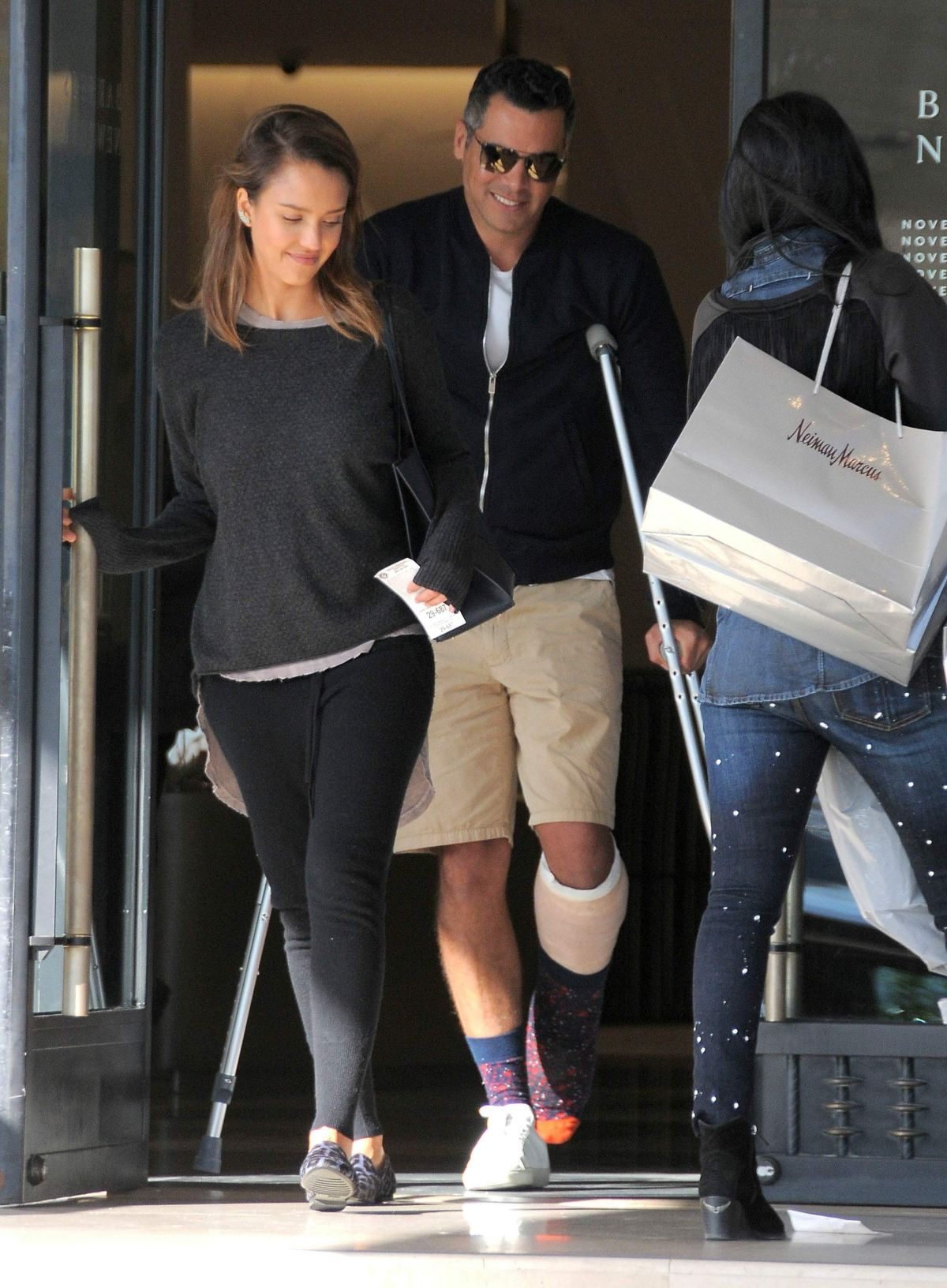 Jessica Alba Was Spotted At A Pharmacy In Beverly Hills
