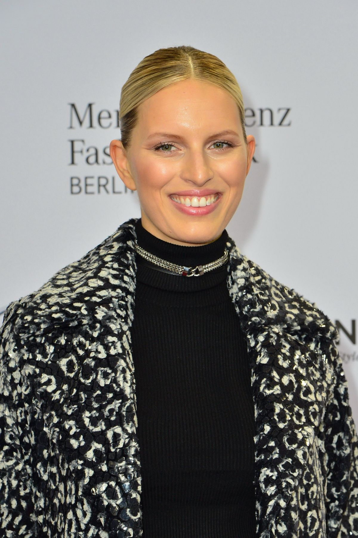 karolina kurkova at guido maria kretschmer fashion show in berlin celebzz celebzz. Black Bedroom Furniture Sets. Home Design Ideas
